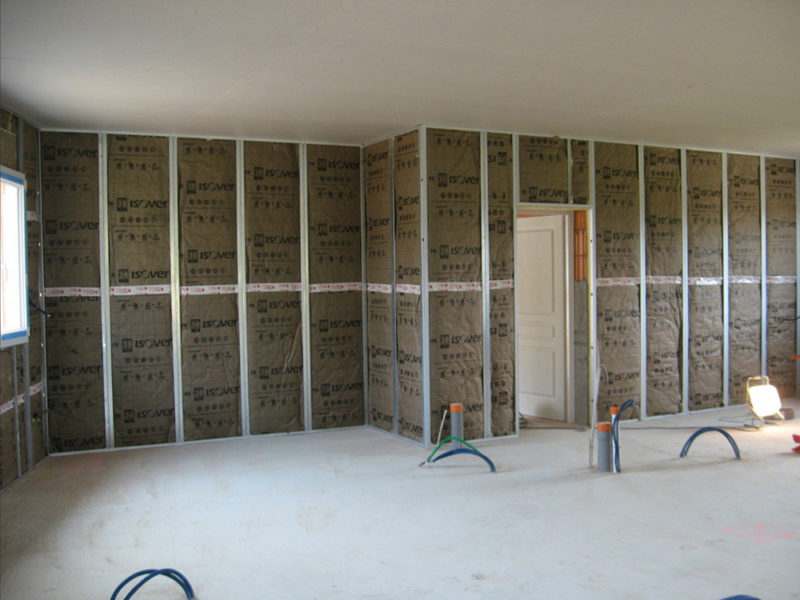 Isolation intérieure cloison faux plafond placo ba13